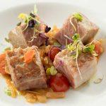 Barriga de atún de almadraba al curry rojo