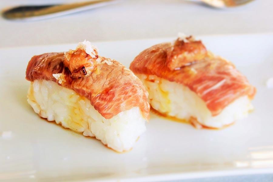 Nigiri de atún rojo con foie