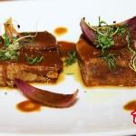 Descargamento de atún rojo con salsa de curry rojo