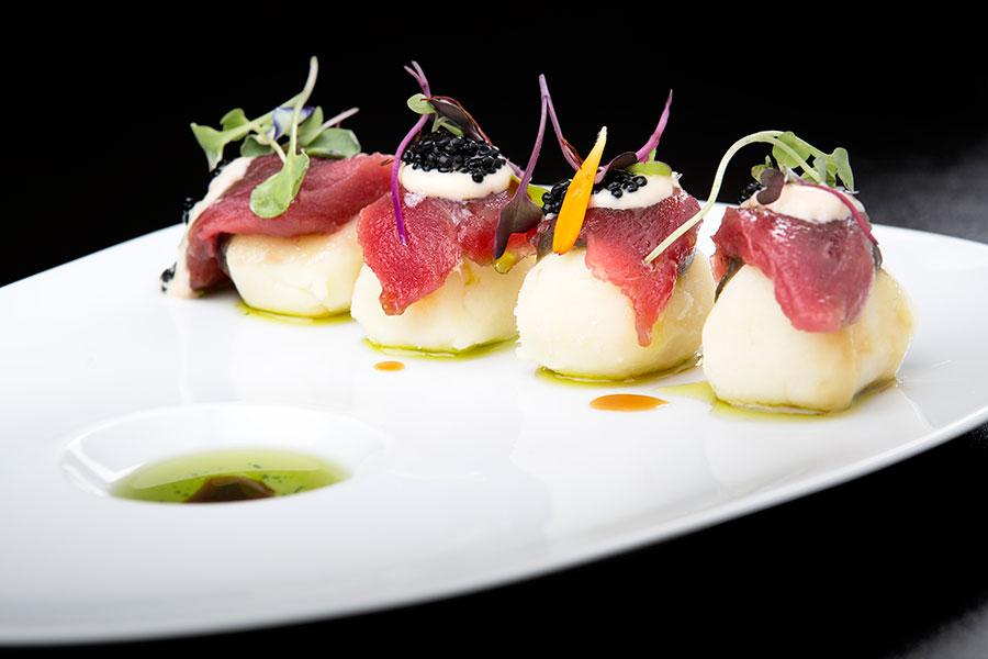 Causa Gaditana - Una creación de Mauro Barreiro que combina las raíces gastronómicas de Perú, Japón y Cádiz