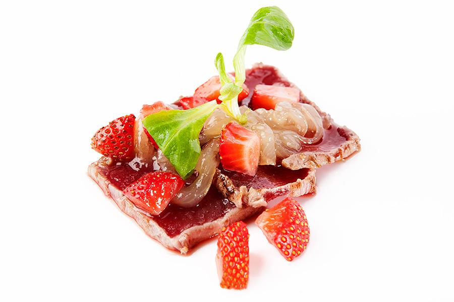 Tataki de atún rojo con fresas en Restaurante Pradillo