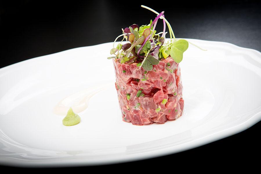 Una excelente muestra de tartar elaborada con descargamento de atún rojo salvaje de almadraba