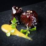 6 delicias de atún rojo en un plato