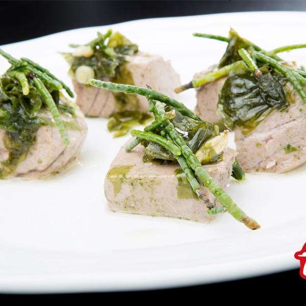 Jesús Recio del restaurante Valvatida nos presenta su receta de mormo de atún rojo en escabeche con algas marinas