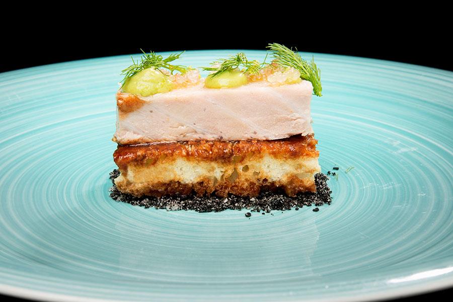 Parpatana de atún rojo sobre falsa torrija en chutney de tomate - La Solana Restaurante
