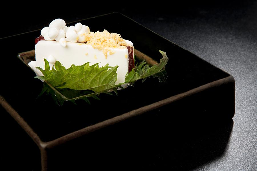 Sandwich de atún rojo y leche de coco en La Solana Restaurant