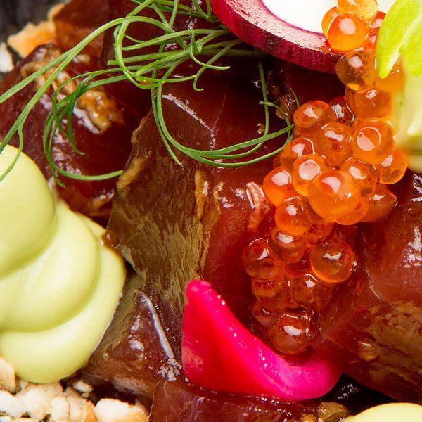 Tacos de atún rojo marinados