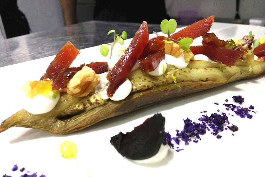 Berenjena asada con bacoreta adaptada para celíacos - Restaurante El Campero
