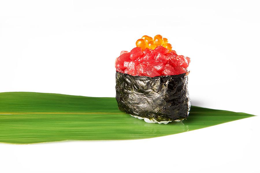 Gunkan de tartar y huevas de salmón Restaurante Antonio