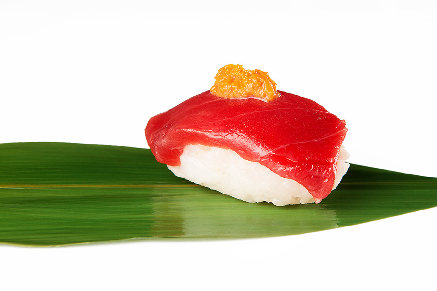 Nigiri de lomo de atún con erizo de mar Restaurante Antonio