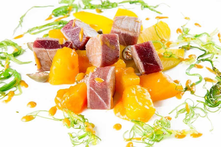 Dados de tarantelo de atún rojo a la plancha del restaurante El Faro del Puerto