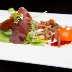Mini ensalada de semimojama de atún rojo con ajoblanco