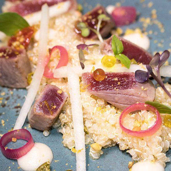 ensalada de quino con atún rojo