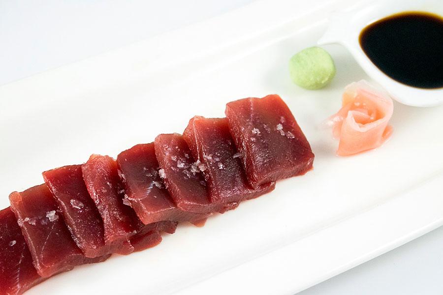 sashimi de atún rojo en restaurante la sal