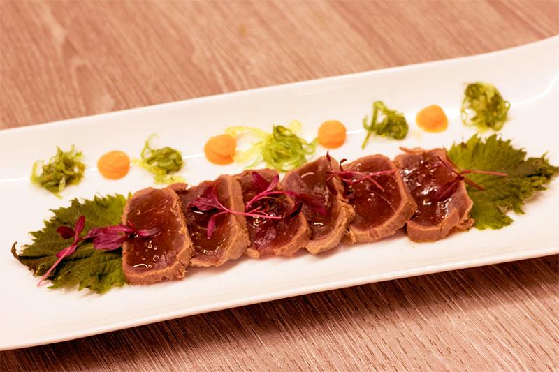 Tataki de atún rojo con shisho