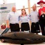 Disfrutando del atún rojo en la playa El Palmar