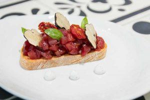 Tosta de atún rojo y trufa