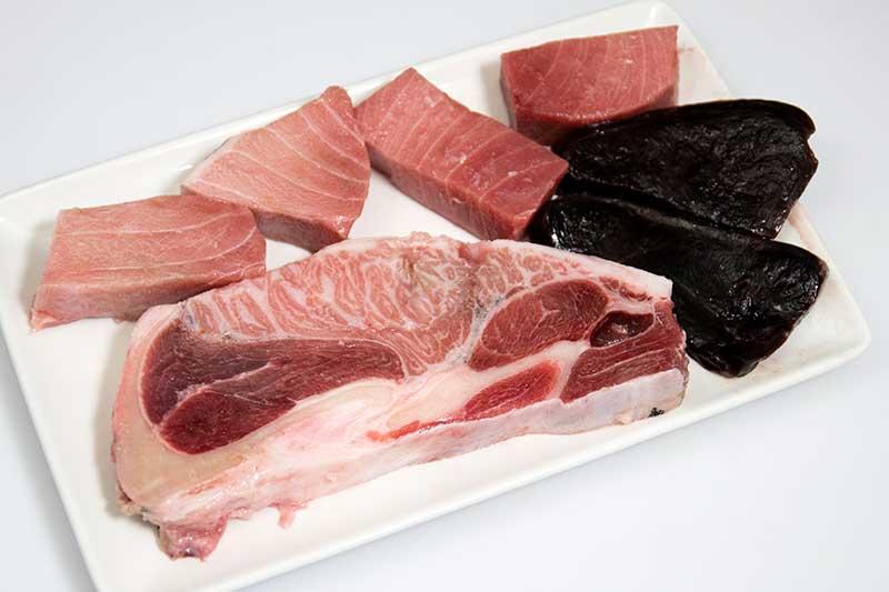 surtido de atún rojo crudo