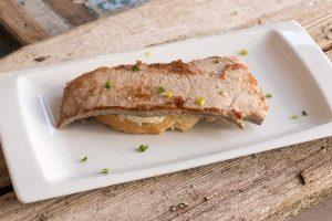 Tosta con ventresca de atún rojo