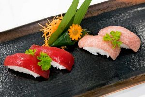 Sushi con atún rojo