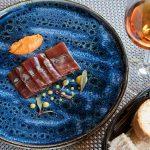 Tiradito de tarantelo de atún y salsa huancaína