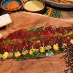 Tiradito de atún rojo en sésamo dressing